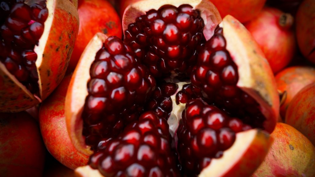 pomegranates contain zinc which supports hair growth